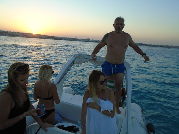 Private Sunset Tour in Hurghada with a speedboat
